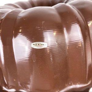 Vintage Kitchen - Vintage Brown Bundt Cake Pan